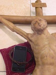 Kreuz mit gekröntem Handy